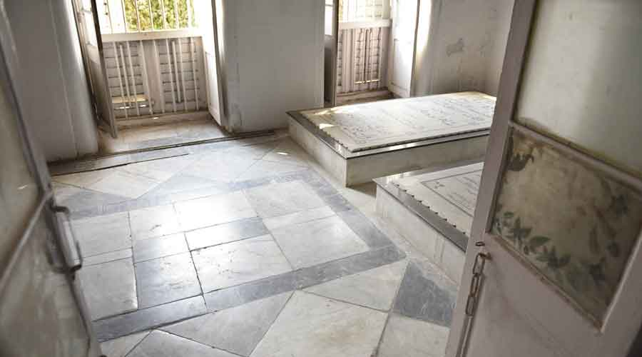 Graves of some the descendants of the Nawab