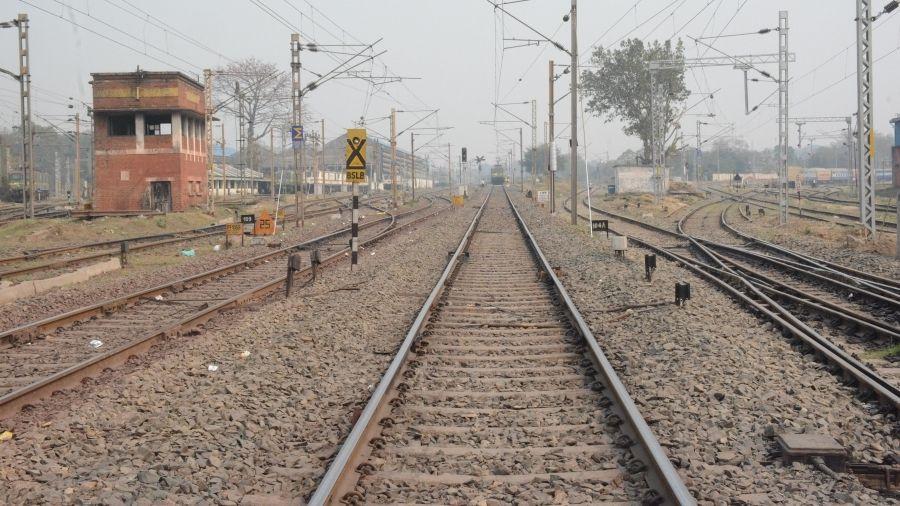 Railway tracks between Tatanagar and Kharagpur section of South Eastern Railway.