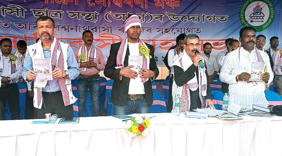 AASAA president Stephen Lakra (Centre) during the release of the mahasabha souvenir at Halem on Sunday.