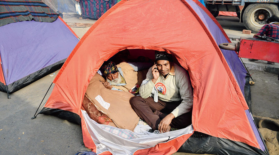 Protesting farmers in a tent at the Singhu border.