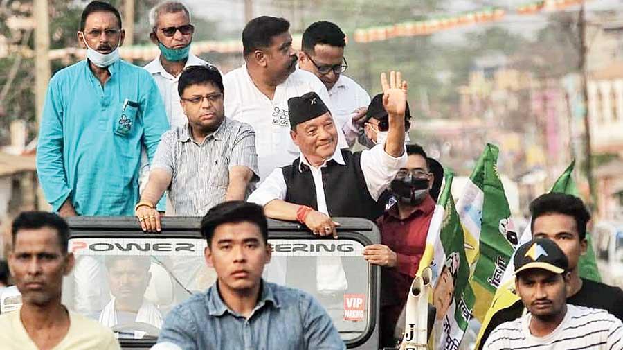 Gorkha Janmukti Morcha leaders Bimal Gurung and Roshan Giri campaign for the Trinamul Congress at Salua in Kharagpur on Thursday