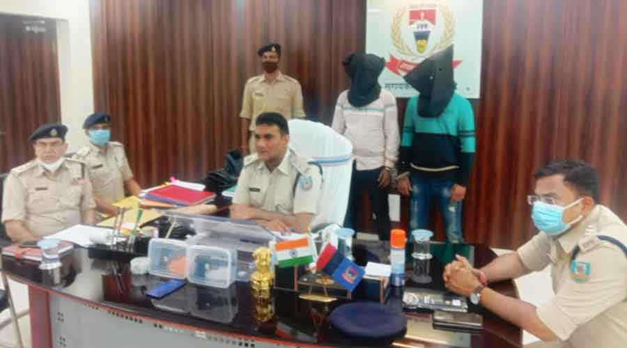 Seraikela-Kharsawan SP, Mohammed Arshi with the two arrested criminals on Friday.
