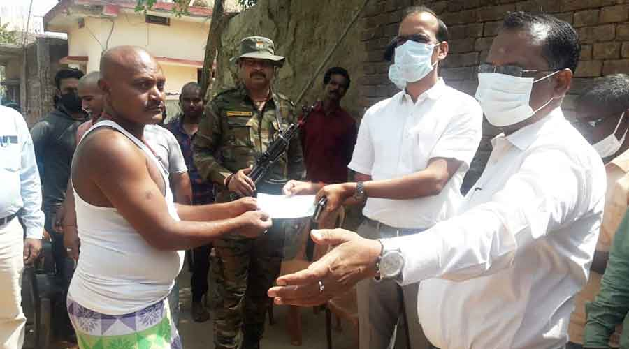 Hazaribagh Deputy commissioner provides cheque to father of one of the deceased children.