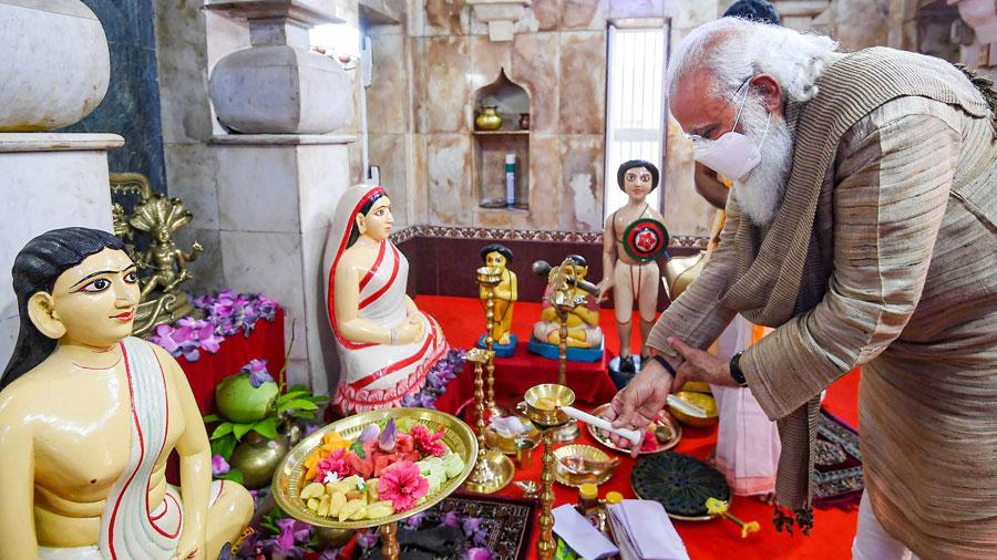 Narendra Modi offers prayers at the Hari temple of Guruchand at Orakandi Thakurbari, in Bangladesh on Saturday.
