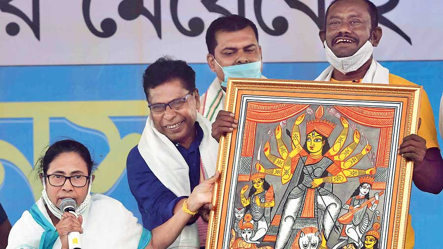 Mamata Banerjee displays patachitra art in Pingla, West Midnapore, on Saturday
