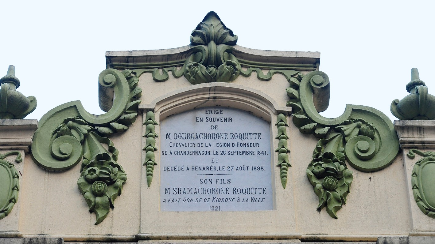 DUO LINGO: A plaque in French atop a Chandernagore house incorporating the Bengali sounds of the names of the owner