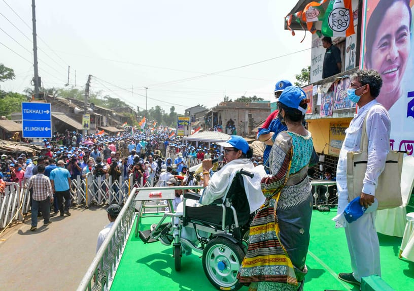 A huge crowd of people looks on as Mamata Banerjee addresses her Nandigram rally.