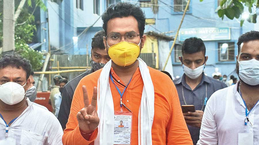 Matua leader and BJP candidate Mukutmani Adhikari flashes the victory sign in Ranaghat on Sunday.