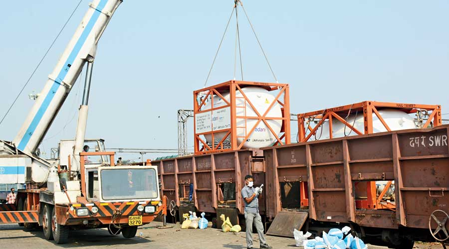 Oxygen tankers being placed at the rake in Tatanagar Railway Station to be sent to Uttar Pradesh.