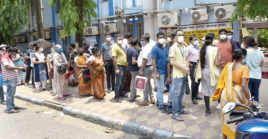 A queue for Covid vaccines at Bidhannagar subd-ivisional hospital on Saturday.