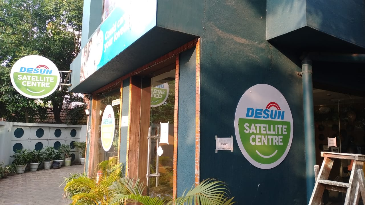 Desun Hospital's satellite centre offers a single-room quarantine facility for mild and asymptomatic patients.