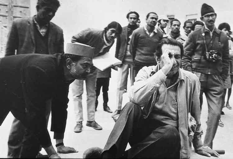 Satyajit Ray at the shoot of Sonar Kella in Rajasthan.