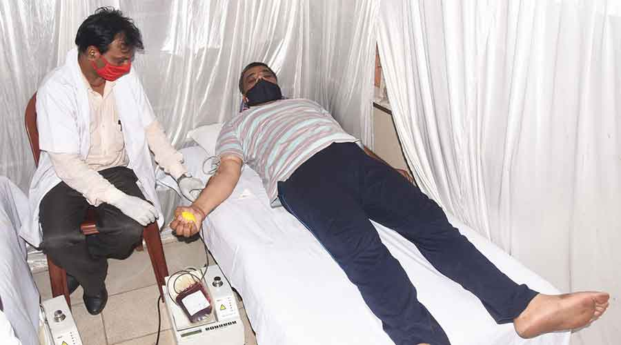 The blood donation camp at Vivekananda Chowk in Park Market, Hirapur in Dhanbad on Sunday.