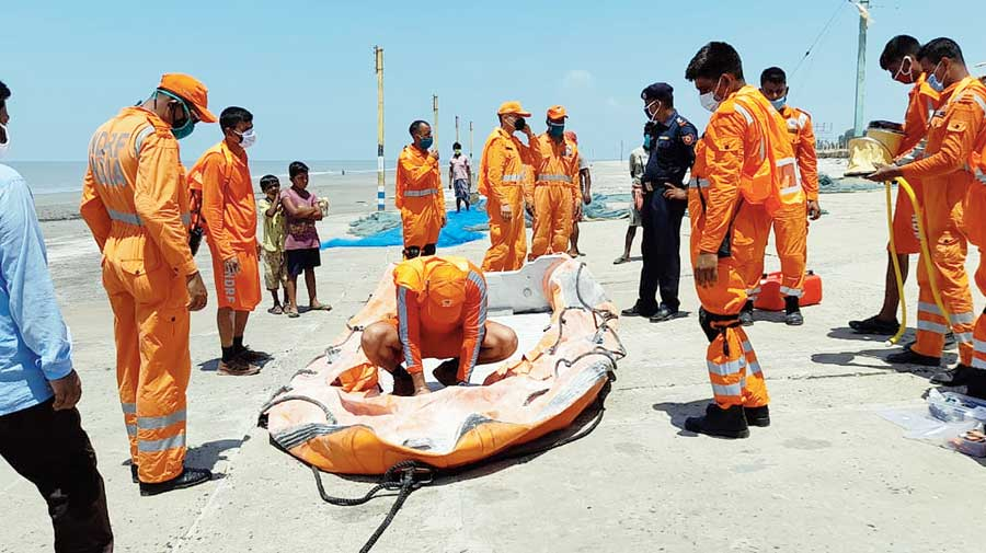 An NDRF team on duty in Sagar of South 24-Parganas on Saturday, ahead of Cyclone Yaas likely to hit Bengal on May 26