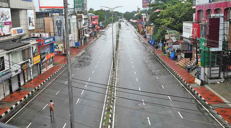 The MG Road in Thiruvananthapuram wears a deserted look on Sunday