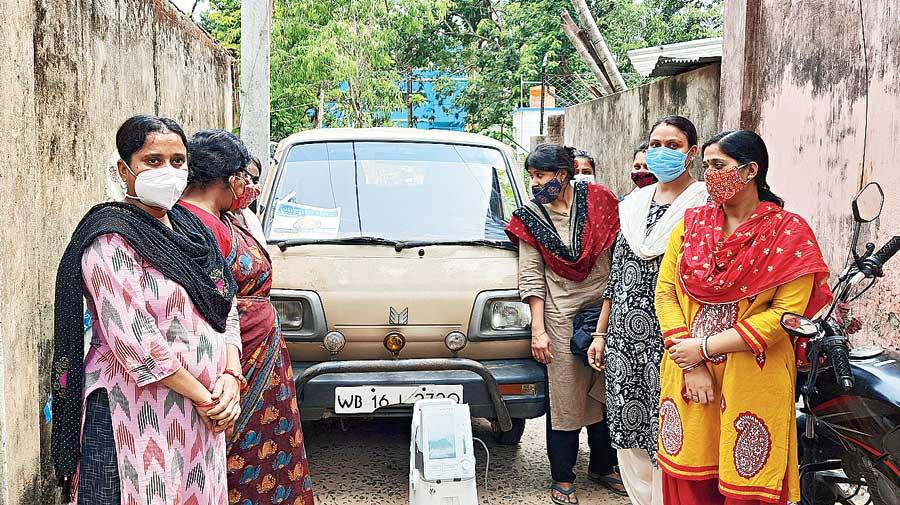 The women's team that runs the Oxygen on Wheels drive in Santiniketan.
