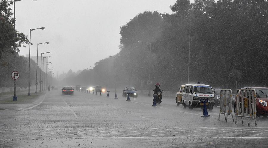 Delhi likely to experience light rains today
