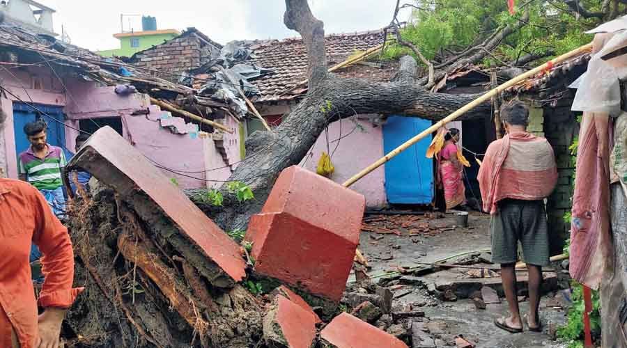 """Damage caused by the """"tornado-like"""" phenomenon at Jethia in North 24-Parganas' Naihati, around 45km from Calcutta,  on Tuesday afternoon."""