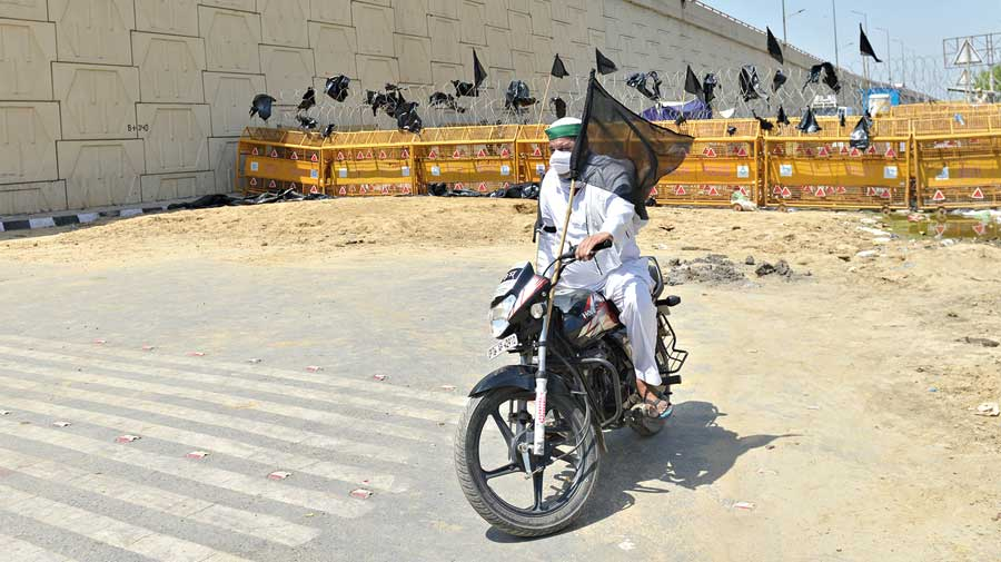 A farmer protests at the Ghazipur border.