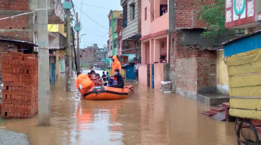 NDRF personnel carry out rescue operations in Bagbera.