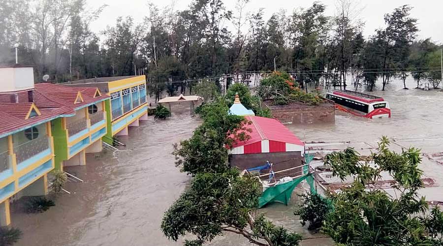 Govt fixes ex-gratia for cyclone damage