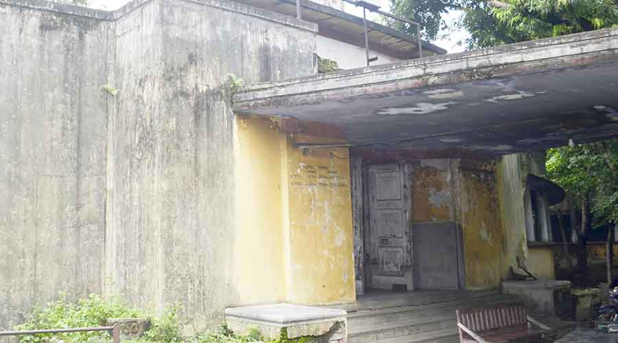 The closed FCI Hospital in Sindri, Dhanbad on Sunday.