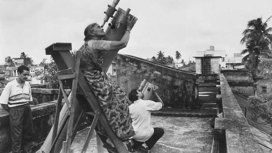 STAR STRUCK: File picture of members of the Sky Watchers' Association, Calcutta