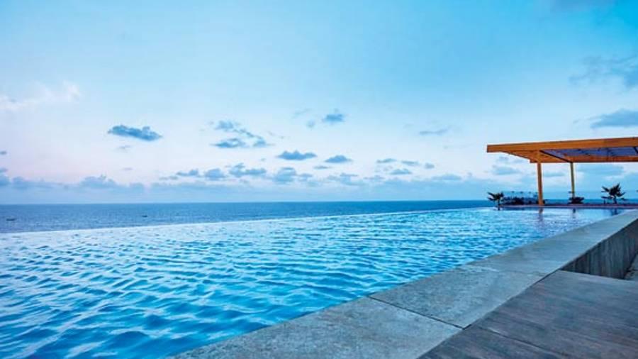 Infinity pool that overlooks the ocean