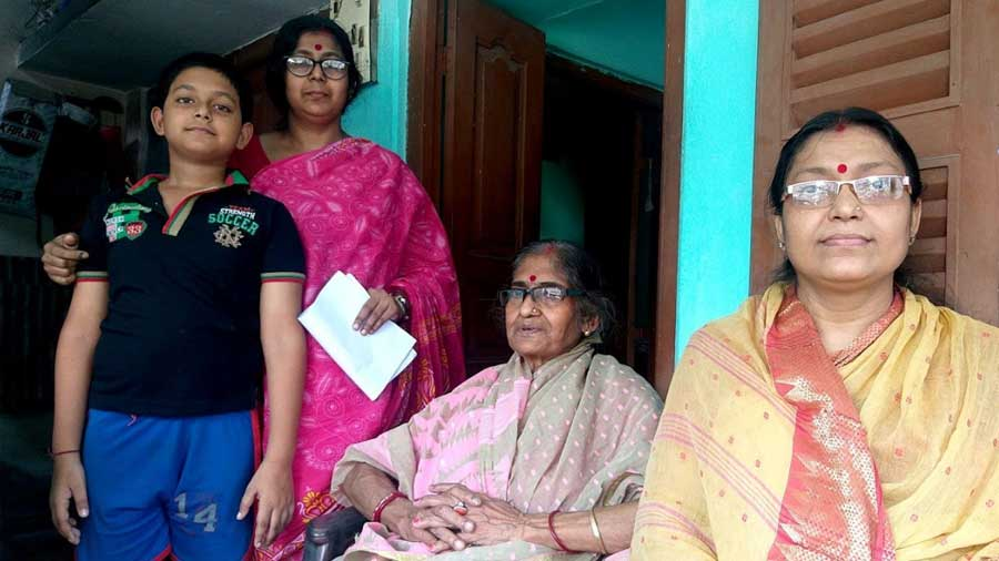 Tumpa Banerjee (right), a married member of the Chatterjee family, gave vivid details of their family's history
