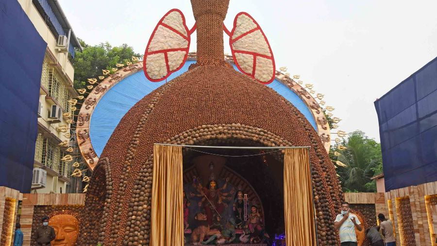 BOSEPUKUR SITALA MANDIR DURGOTSAB has warned devotees against smoking, terming it as the worst 'taan' in life. The pandal has integrated the message in every corner, with the top part embodying lungs and hookah coals being used at the mandap.