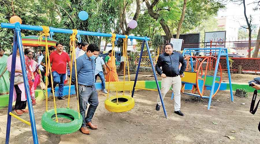 RMC commissioner Mukesh Kumar (right), along with others, take a look at the renovated Zakir Hussain Park in Ranchi.