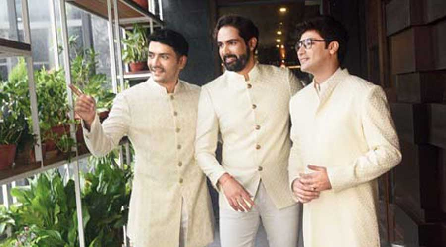 """(L-R) Arjun, Arjan and Gaurav were the men in white here. """"Everyone should be able to pull off white and for me, you can work on textures so much in whites. It looks ethereal on everyone. I wanted to do whites in three different fits and textures on three different people,"""" said Arjan"""