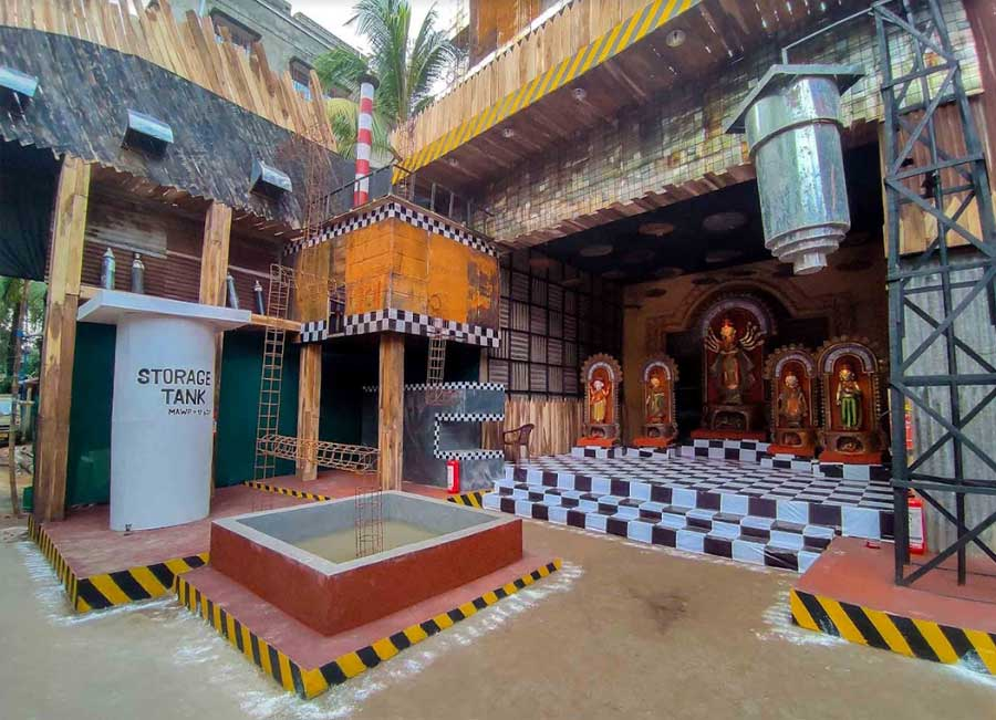 Telengabagan has tried to remind people of the Covid second wave's toll while instilling hope for the future. The pandal is structured like an oxygen plant. The idols do not carry any weapon to spread a message of peace.