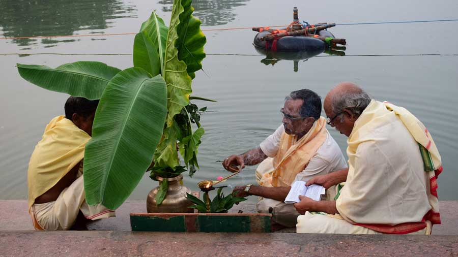 'Naba Patrika' rituals beside the waterbody Gopisagar