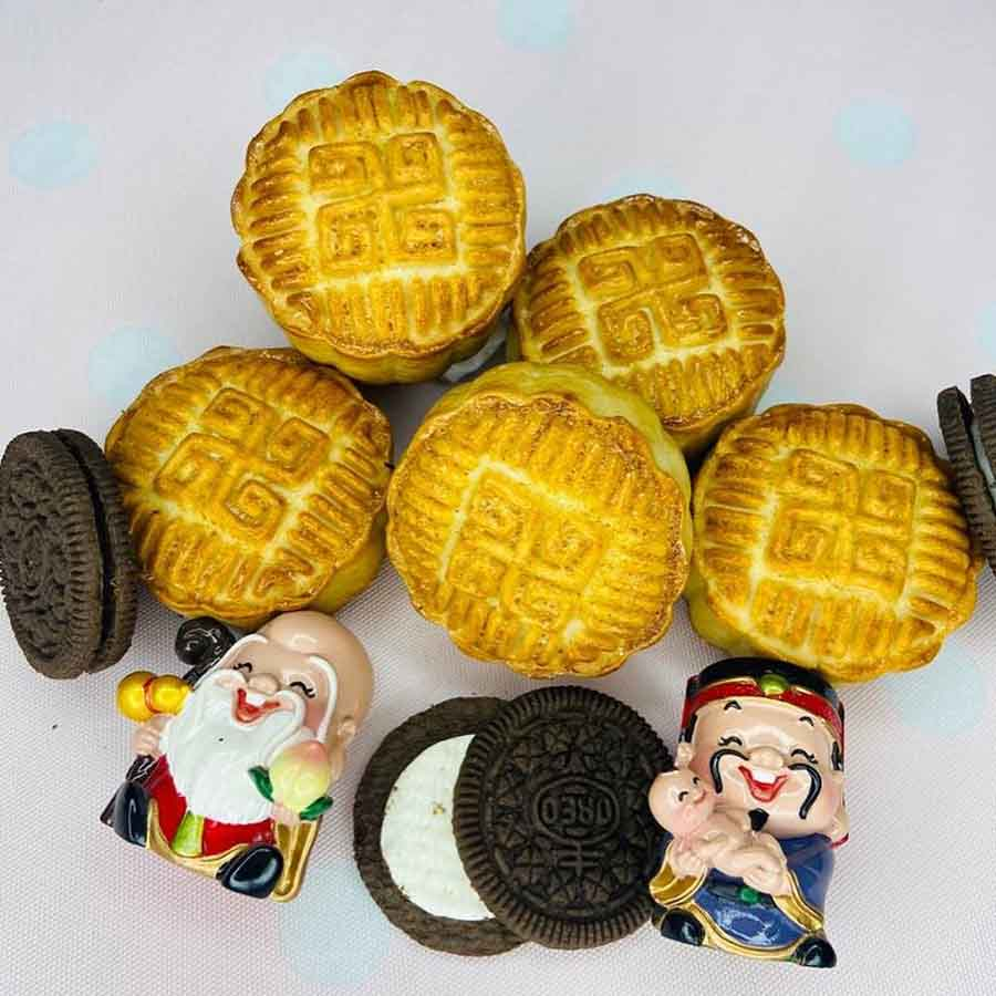 MOONCAKE FROM BOMA ASIAN BAKERY: This traditional Chinese dessert is as pretty as it is delicious. Choose from classic flavours or go for familiar ones like Oreo to end Sashthi on a sweet note.