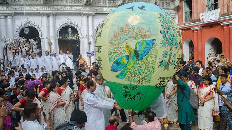 The Neelkantha 'phanush' being released from the Sovabazar Rajbari courtyard during Puja 2019. The Covid scourge has paused this ceremony