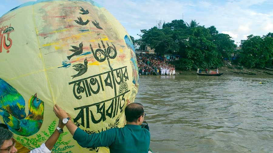 The second Neelkantha 'phanush' being released from a boat