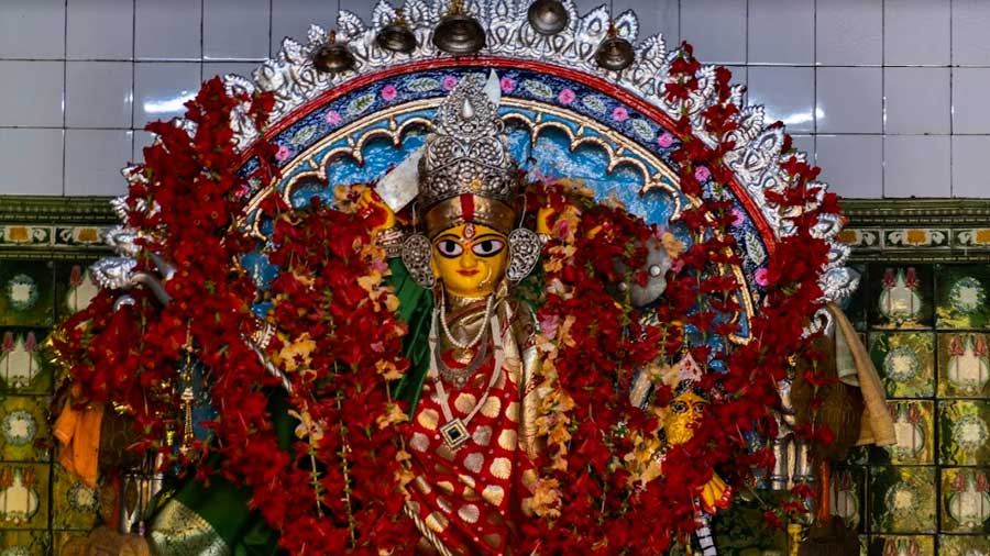 Durga as Chitteswari, the same idol that the dacoit Chitte had first worshipped in the sixteenth century