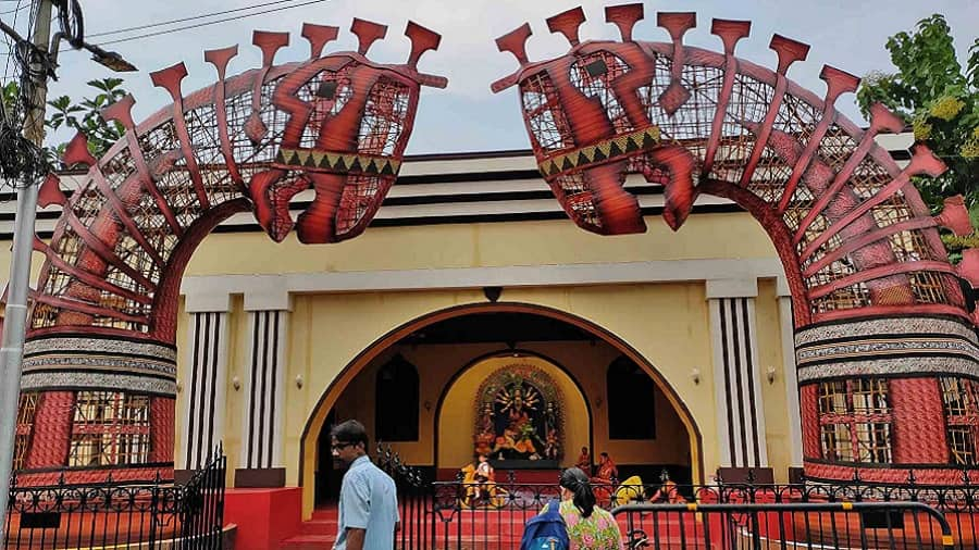 Santoshpur Lake Pally has kept the pandal behind a barricade to restrict entry,