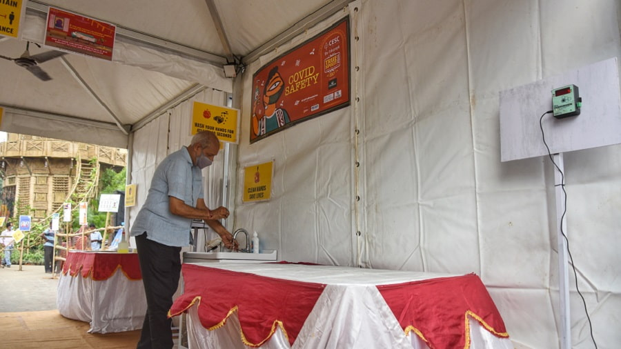 Manicktala Chaltabagan Lohapatty Durga Puja Committee has created a separate Covid-safety zone with thermal scanners, a wash basin and spare masks.