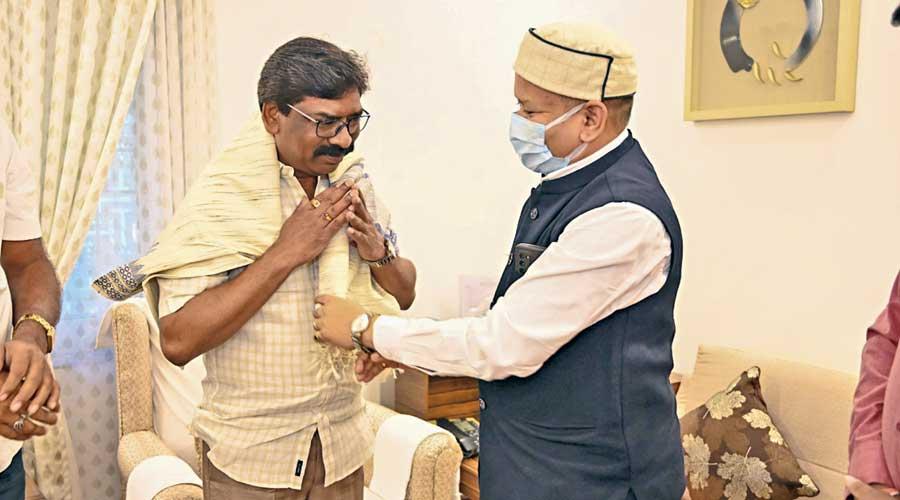 Chhattisgarh MLA Vinod Chandrakar with Jharkhand  chief minister Hemant Soren on Wednesday at the chief minister's office at Ranchi.