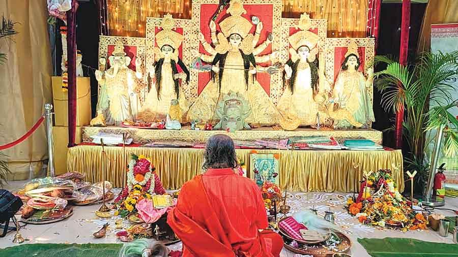 Ashtami puja at Bombay Durgabari Samiti