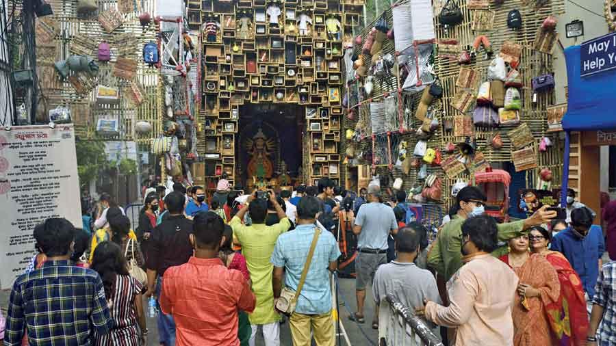 Visitors to the Shivmandir puja on  Ashtami afternoon