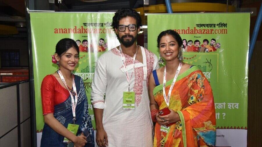 Abasan-e Singhashan-e contest jury members (left to right) Anusha Viswanathan, Ranojoy Bishnu and Sohini Sarkar