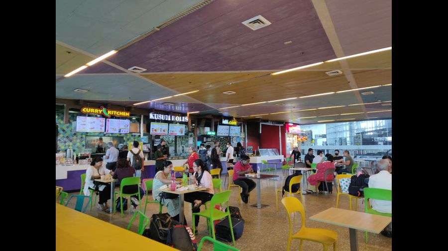 FOOD BOULEVARD: Curry Kitchen, Kusum Rolls, Idli.com, Flurys, Tea Junction, Banchharam's, Enerzy… there is plenty to choose from at this spacious food court at the Kolkata airport. Ample seating makes it convenient for fliers who need to grab a bite or catch up on work.
