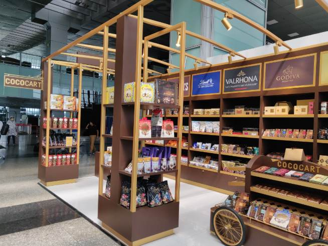 COCOCART: One hasn't really breezed through an airport without eyeing the imported chocolates on display. Cococart is worth a stop even if it is just to salivate at the brands that you don't find easily elsewhere. The shelves stacked with Godiva, Lindt or Valrhona will make you feel like Charlie in the chocolate factory.