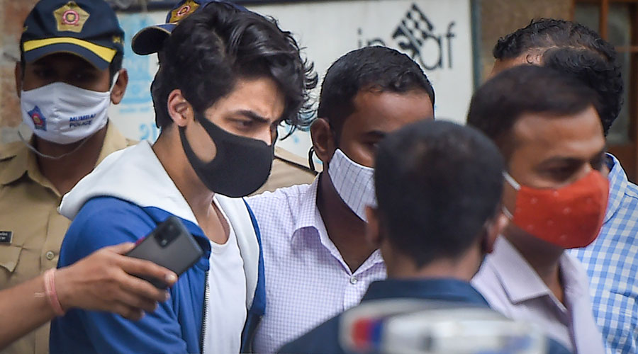 Witness alleges NCB official demanded pay-off from Shah Rukh Khan to release his son; agency denies claim