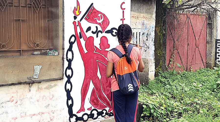 A girl paints graffiti at Jamuria in West Burdwan ahead of the Citu state conference.