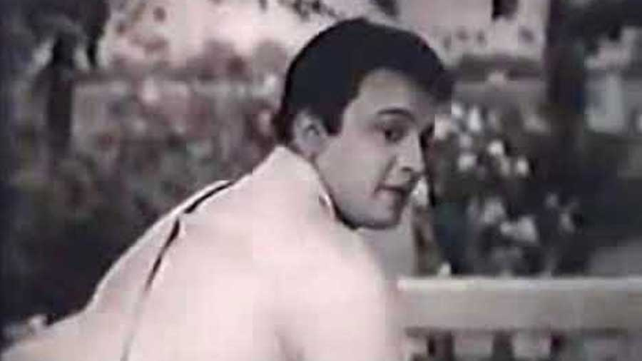 A still from Nisithe (1963), the movie which Uttam Kumar was shooting for at Jiaganj