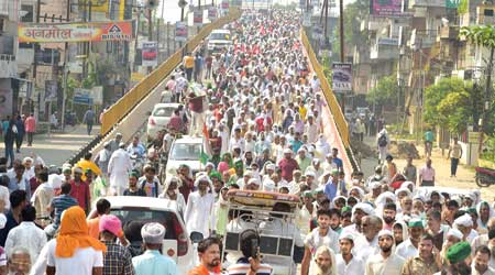 Farmers leave after attending the mahapanchayat